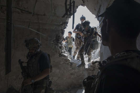 Les forces spéciales irakiennes combattent pour reprendre le contrôle des derniers quartiers de Mossoul encore aux mains de l'EI, le 9 juillet.