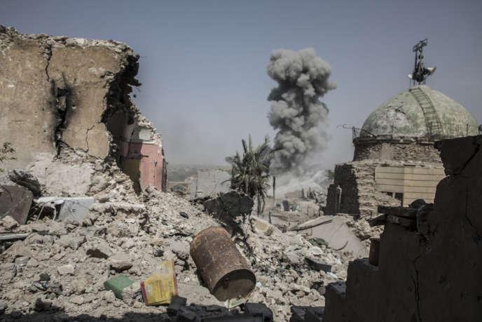 Une frappe aérienne de la coalition sur les derniers quartiers de la vieille ville encore aux mains des combattants de Daesh.Mossoul, le 9 juillet