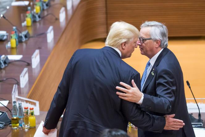 Donald Trump (à gauche) et Jean-Claude Junker, le président de la Commission européenne, lors de la seconde journée de la réunion des chefs d'Etat et de gouvernement des pays membres du groupe du G20 à Hambourg, Allemagne, samedi 8 juillet.
