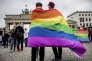 Rassemblement devant la porte de Brandenburg pour célébrer l'ouverture du mariage aux couples homosexuels, à Berlin (Allemagne), le 30 juin.