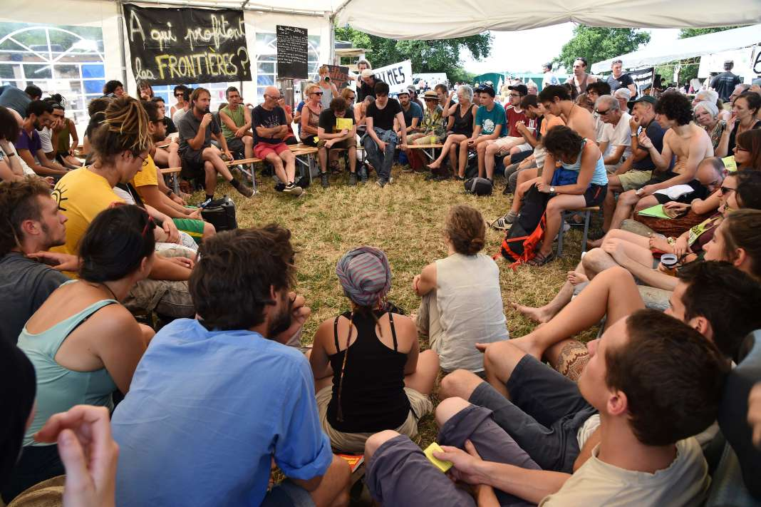 Debate at the rally of the opponents of the Notre-Dame-des-Landes airport project on 8 July.