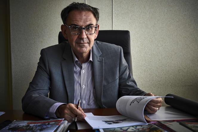 Cet ancien socialiste était premier secrétaire de la fédération du Rhône. Agé de 56 ans, il est passé chez En marche! comme son mentor.