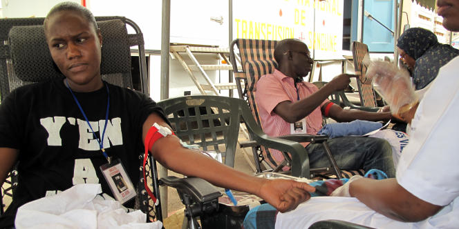Opération de don de sang organisée par l'association Y'en a marre à Dakar en juin 2012.