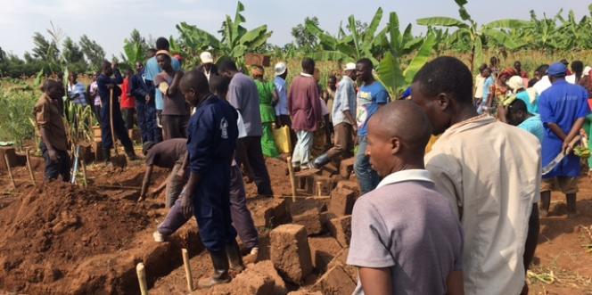 Près de Rwamagana, dans l'est du Rwanda, le jour de l'umuganda (les travaux communautaires), le 24juin 2017.