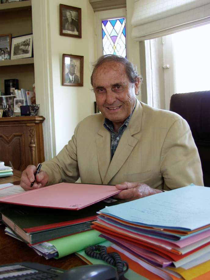 Léonce Desprez dans son bureau de l'Hôtel de Ville du Touquet, le 10 août 2004.