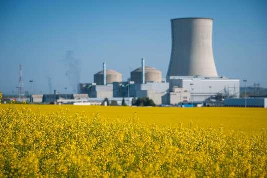 Le groupe énergétique français EDF a été condamné à six amendes de 1 000 euros et le directeur du site de Cruas-Meysse à six amendes de 500 euros avec sursis.