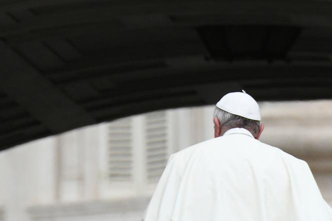 Le pape François sur la place Saint-Pierre, au Vatican, le 28 juin.