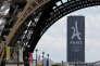 La tour Montparnasse avec le logo de la candidature de Paris aux JO 2024 en juillet 2017.
