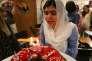 La lauréate du prix Nobel de la paix MalalaYousufzai souffle ses bougies la veille de son anniversaire, à Arbil, la capitale de la région autonome du Kurdistan en Irak, le 11juillet 2017.