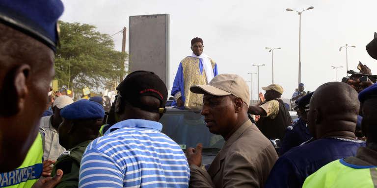 La foule de ses partisans est venue accueillir à l'aéroport l'ex-président Abdoulaye Wade à son retour à Dakar, le 10 juillet 2017.