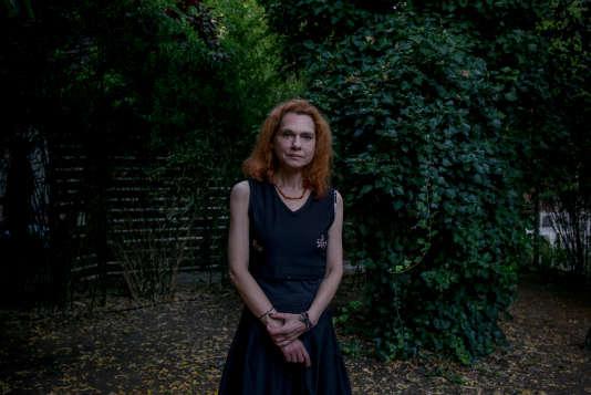 Asli Erdogan, romancière et collaboratrice du journal prokurde «Ozgür Günden». Arrêtée en août 2016, elle est libérée sous contrôle judiciaire, le 29 décembre. Ici, le 10juillet, à Istanbul.
