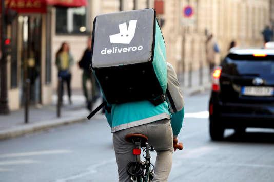 La direction de la société britannique Deliveroo travaille avec 7 500 livreurs autoentrepreneurs en France.