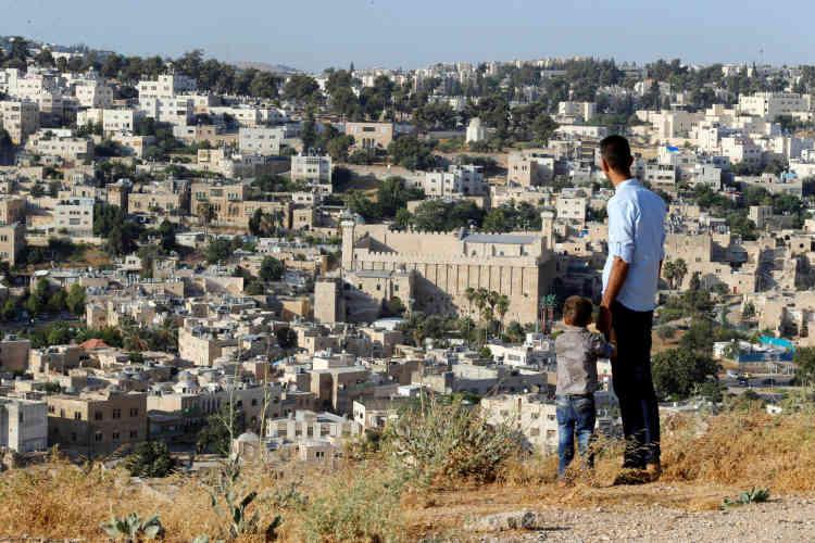 Vue d'ensemble de la ville d'Hébron en Cisjordanie, le 7 juillet. Al-Khalil, le site de la vieille ville d'Hébron,a été inscrit simultanément sur la liste du patrimoine mondial et sur celle du patrimoine en péril, laquelle compte désormais 54 sites.