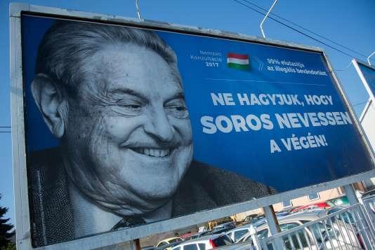« Ne laissez pas Soros rire le dernier», une affiche controversée contre le philanthrope, à Szekesfehervar, près de Budapest, le 6 juillet.