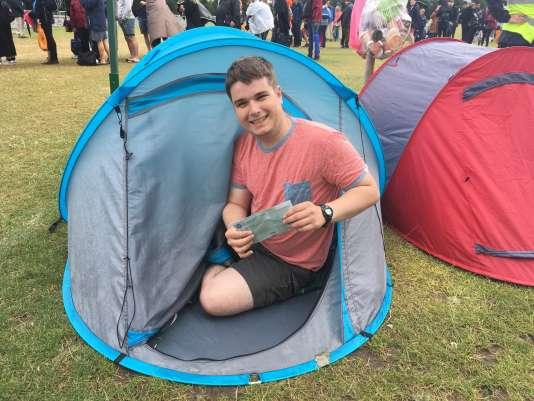 Andy Heaney, 26 ans, est originaire de Manchester. Le jeune homme campe depuis dimanche pour espérer obtenir un ticket pour la finale.