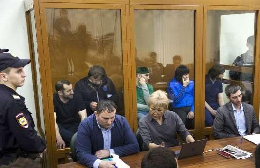 Cinq Tchétchènes ont été condamnés à des peines de prison pour le meurtre de Boris Nemtsov. Ici pendant le procès, le 12 juillet 2017.