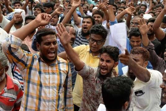 Des Indiens musulmans manifestent contre l'interdiction du commerce de bétail à des fins d'abattage ou de sacrifice religieux, à Chennai, le 29 mai.