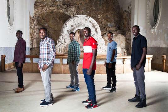 Une partie du groupe des Soudan Célestins Music, à la Source des Célestins, à Vichy, le 29 juin 2017.