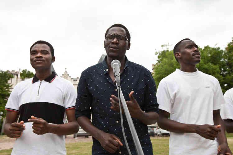 Initialement accompagnés d'un synthétiseur, les Soudan célestins Music ont dû improviser le 23 juin 2017 une représentation sans instrument à cause d'un câble manquant.