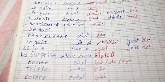Le cahier de cours de français d'Hassan, réfugié érythréen, à Vichy, le 29juin 2017.