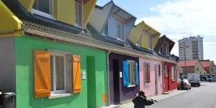 Ensemble à Boulogne-sur-Mer . Rénovation de 60 maisons locatives sociales avec les habitants, par Patrick Bouchain, Loïc Julienne, Sébastien Eymard et Sophie Ricard (permanence architecturale)