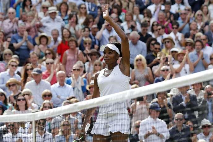 Venus Williams célèbre sa qualification pour la finale de Wimbledon.