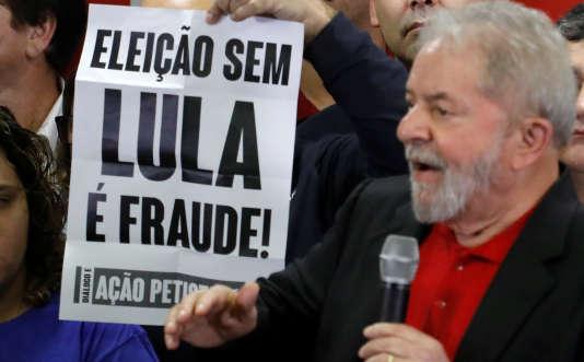 « Je veux dire à mon parti [le Parti des travailleurs] qu'à partir de maintenant je vais revendiquer auprès du PT le droit d'être candidat [à la présidentielle de 2018]», a déclaré Lula.