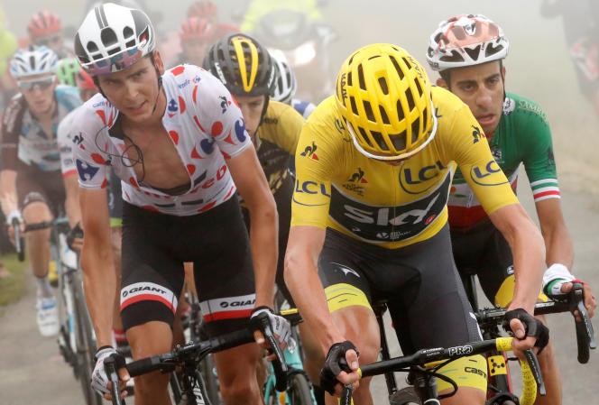 De gauche à droite : Warren Barguil dans la roue de Christopher Froome et Fabio Aru, lors de la 12e étape du Tour de France, le 13 juillet.