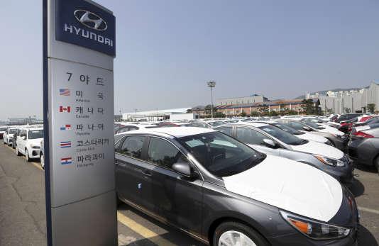 En Corée du Sud, le secteur automobile est touché par la crise des missiles : Hyundai-Kiaa demandé des aides auprésident Moon Jae-in.