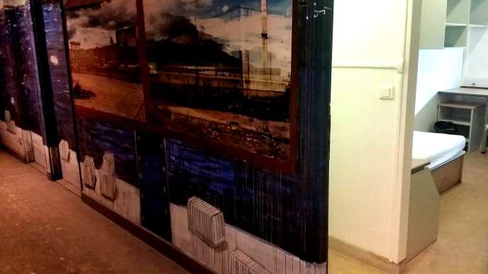Une chambre vide aperçue au cours de l'exposition Rehab 2. Pas d'état des lieux de sortie pour les résidents de la Maison des Arts et Métiers.