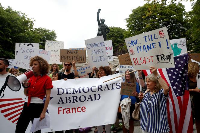 Des Américains expatriés faisaient partie des manifestants opposés à la venue de Donald Trump à Paris.