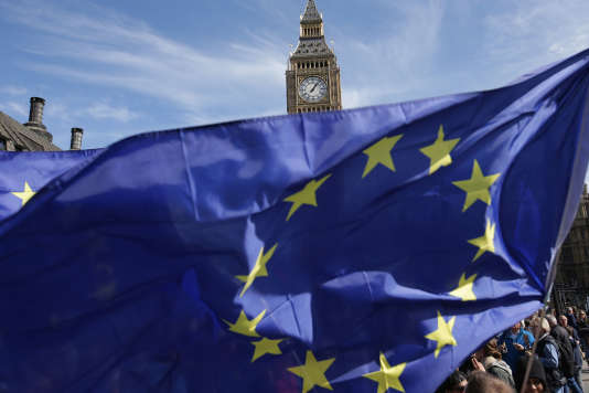 Ce texte« nous permettra de quitter l'Union européenne avec le maximum de certitudes, de continuité et de contrôle », a souligné le ministre chargé du Brexit, David Davis.
