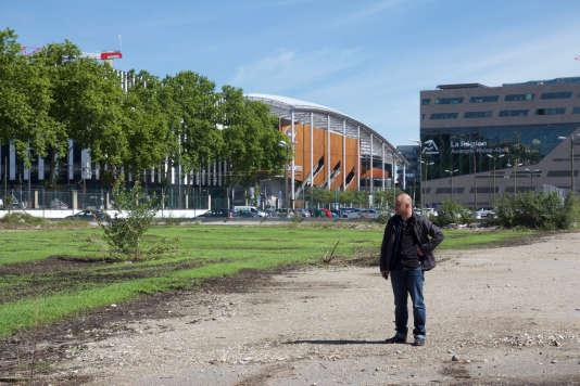 L'artiste Thierry Boutonnier, bien connu depuis que lechamp de chanvre qu'il avait planté pour la Biennale d'architecture, en juillet, a été fauché par des policiers qui y ont vu une plantation sauvage de cannabis.