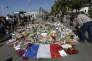 « Qu'il s'agisse d'accidents, de catastrophes naturelles ou d'agressions ; on estime que 6,8 % des adultes et 4,7 % des adolescents ont présenté au cours de leur vie un état de stress post-traumatique» (Fleurs, Promenade des Anglais, à Nice, le 13 juillet).