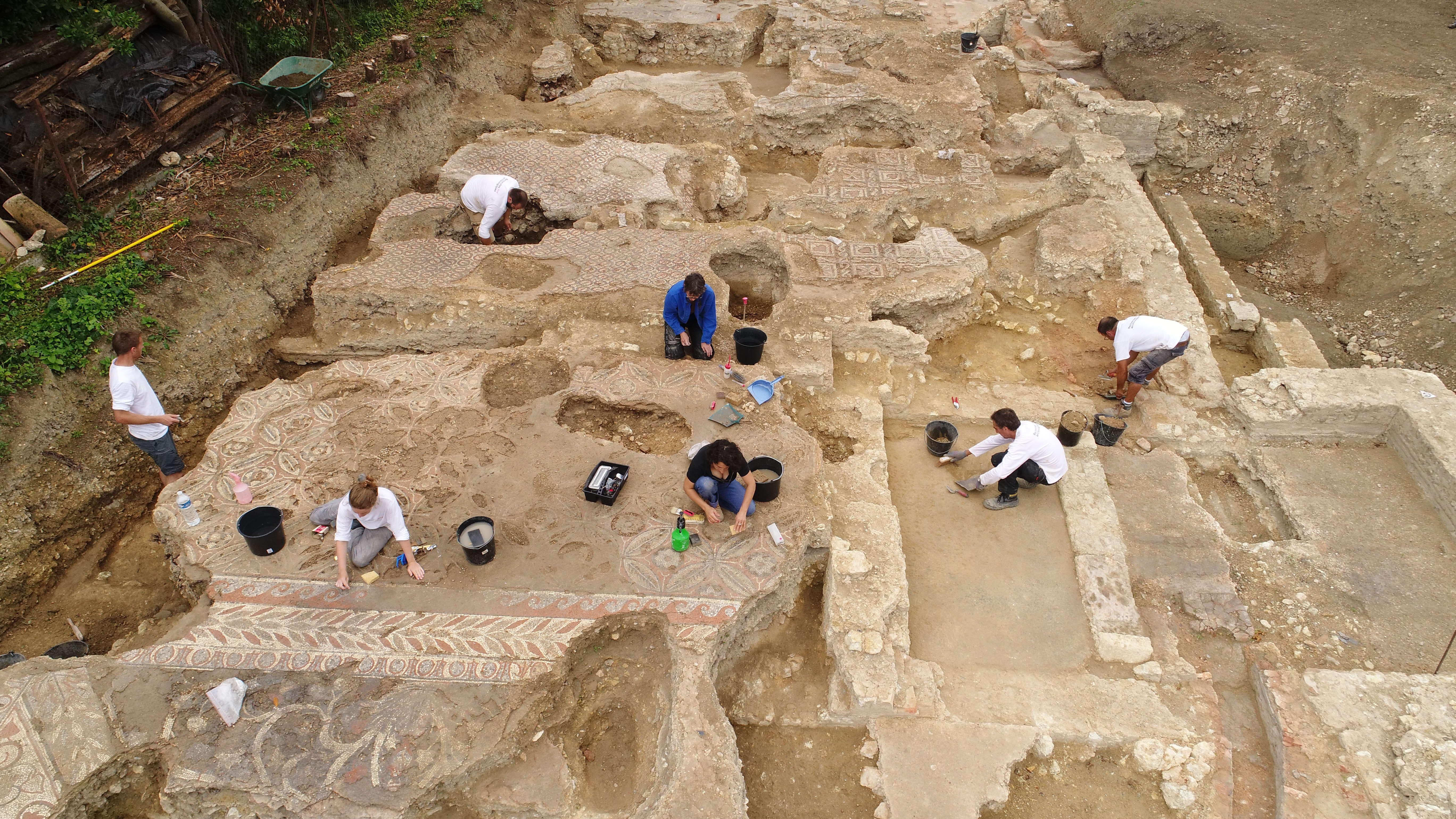 Entre le Ier et le Ve siècle, l'habitation a été plusieurs fois remaniée, avec des remblais, ce qui représente par endroits 2 mètres de vestiges.