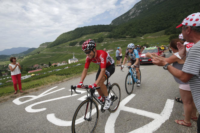 Tony Gallopin (au premier plan) et Jan Bakelants, dimanche 9 juillet, lors de la 9eétape, entre Nantua et Chambéry.