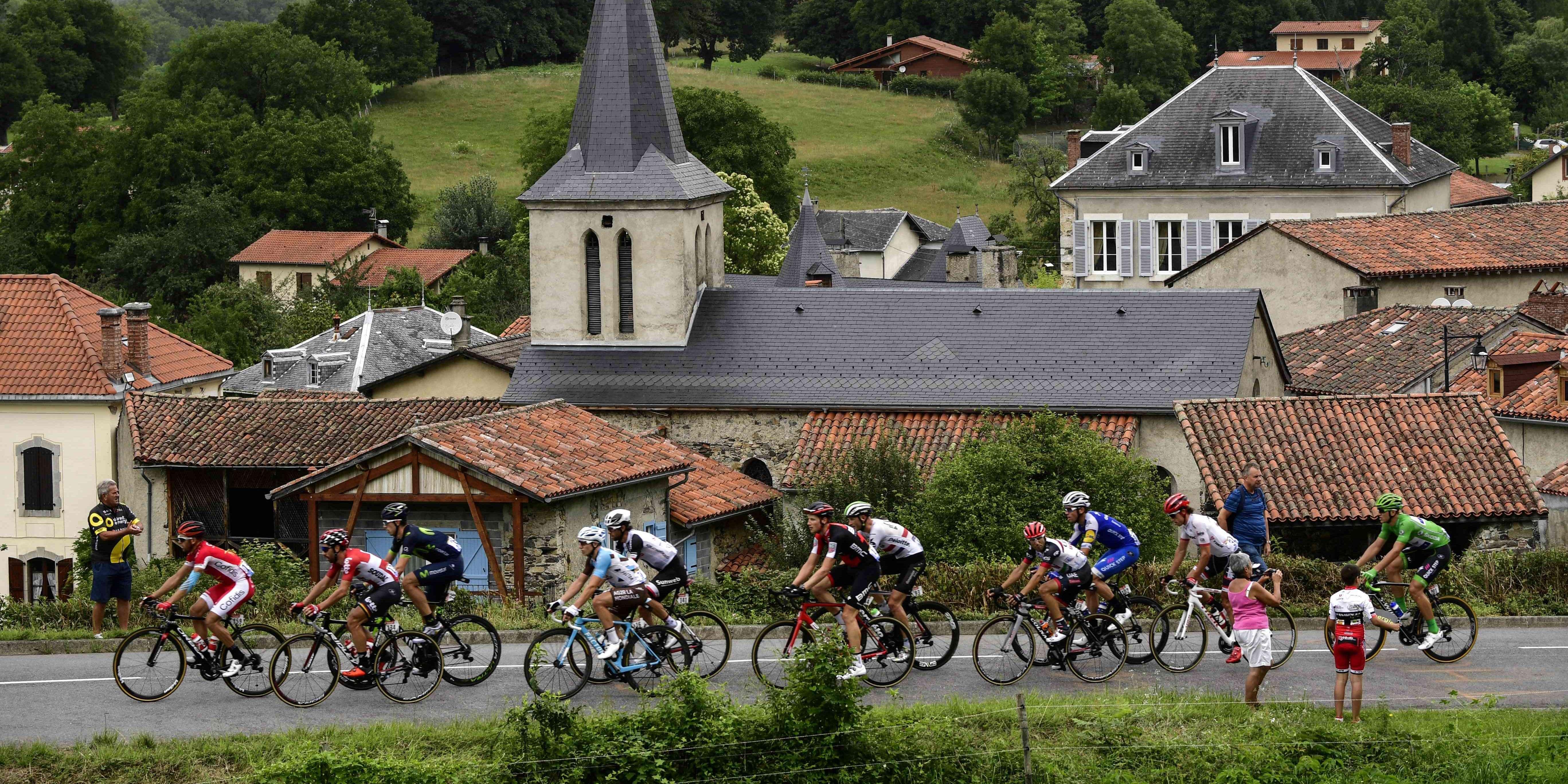 Tour de france 2017 en direct le peloton l attaque des for Papeterie pau