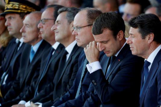 Christian Estrosi (maire de Nice), le président Emmanuel Macron, le prince Albert II, Nicolas Sarkozy et François Hollande, à Nice le 14 juillet.