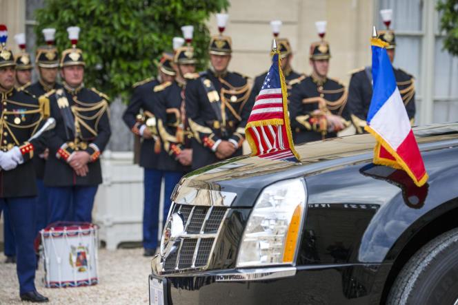 Emmanuel Macron, président de la République française reçoit Donald Trump, président des Etats Unis au palais de l'Elysée à Paris, le 13 juillet.