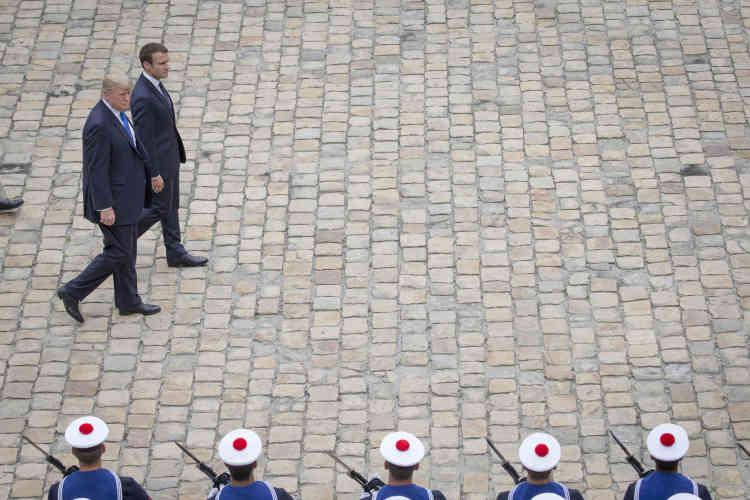 Donald Trump avait été accueilli par Emmanuel Macron à l'hôtel national des Invalides, à Paris.