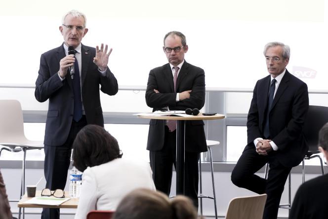 Guillaume Pepy (à gauche) et Patrick Jeantet (au centre), le 27 février, lors de la présentation des résultats annuels 2016 de la SNCF.