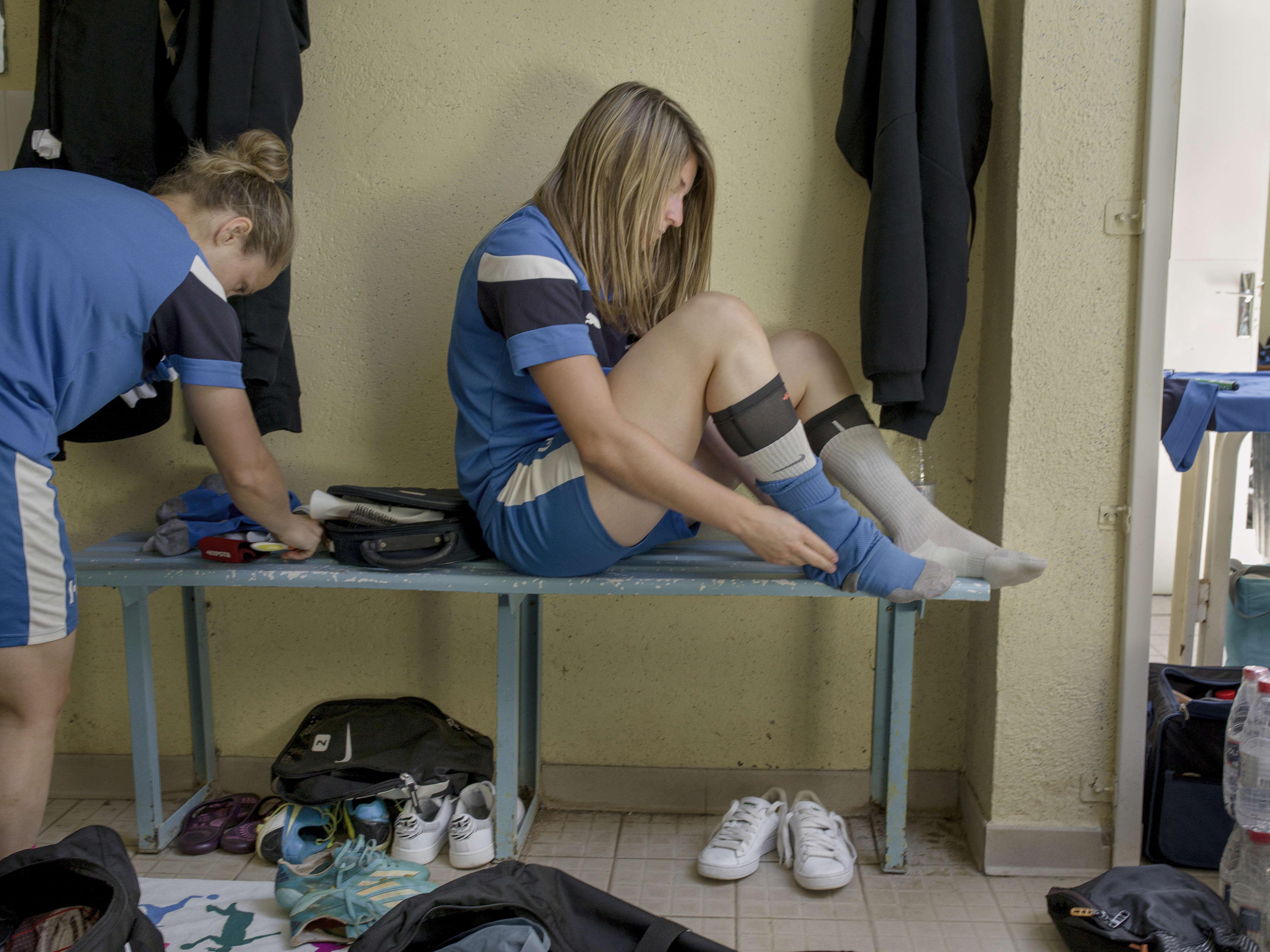 Dans les vestiaires de Soyaux avant le match.   Match de Première division de football féminin  (D1 féminine) entre ASJ Soyaux Charente et l'ASPTT Albi au stade Léo Lagrange à Soyaux