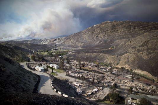 L'incendie a ravagé un quartier de mobil-homes àBoston Flats, dans la province de Colombie Britannique, samedi 9 juillet.