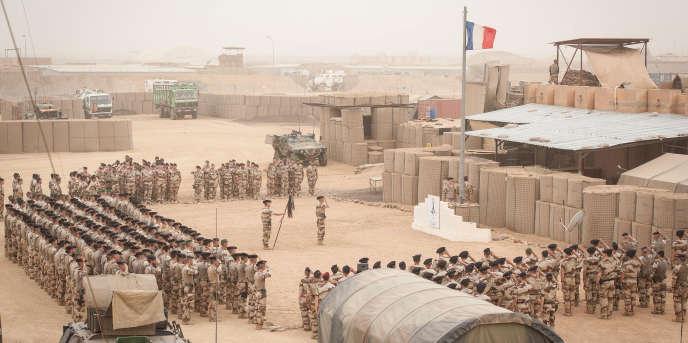 Soldats de l'opération «Barkhane» participant aux cérémonies du 14-Juillet sur la base aérienneAdji Kosseïà N'Djamena, au Tchad en 2017.