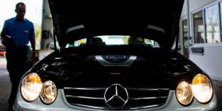 Une Mercedes Benz du constructeur automobile Daimler lors d'un contrôle technique à Hildesheim (Allemagne), en novembre 2014.