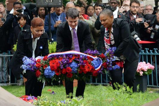 Manuel Valls, George Pau-Langevin et Christiane Taubira lors d'une cérémonie de commémoration de l'abolition de l'esclavage, à Paris le 10 mai 2014.