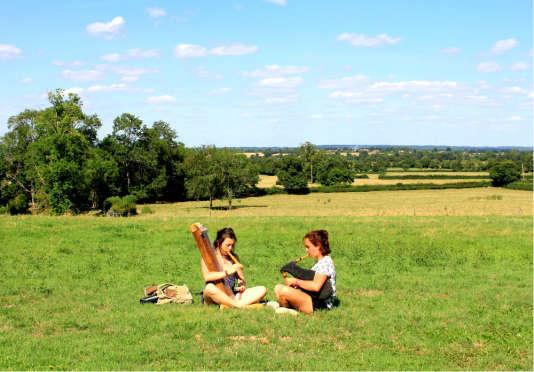 Dans le parc du château d'Ars, près de la Châtre (Indre), pendant le festival du Son continu