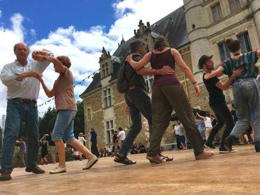 Une demi-douzaine de parquets invitent à la danse pendant le Son continu