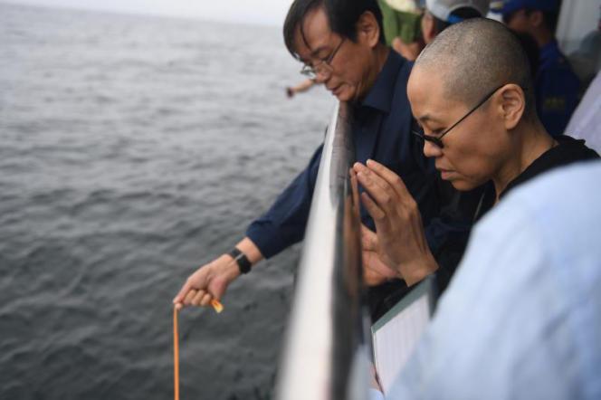 Une photo diffusée par le gouvernement chinois montre la dispersion en mer des cendres de Liu Xiaobo, près de la ville de Dalian.
