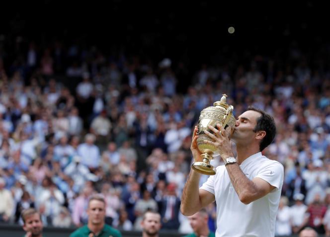 Roger Federer, dimanche 16 juillet, après son huitième sacre à Wimbledon.